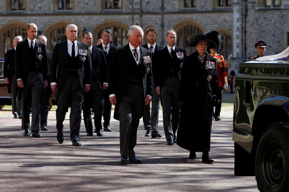 Członkowie rodziny królewskiej na pogrzebie