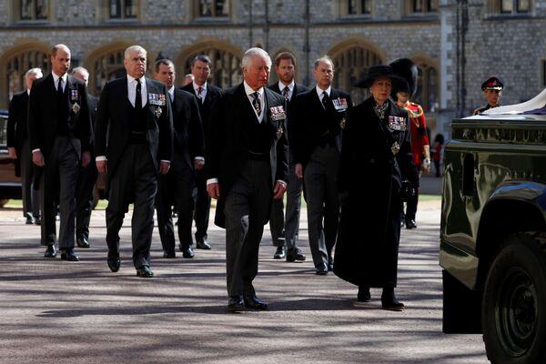 Członkowie rodziny królewskiej na pogrzebie - Sputnik Polska