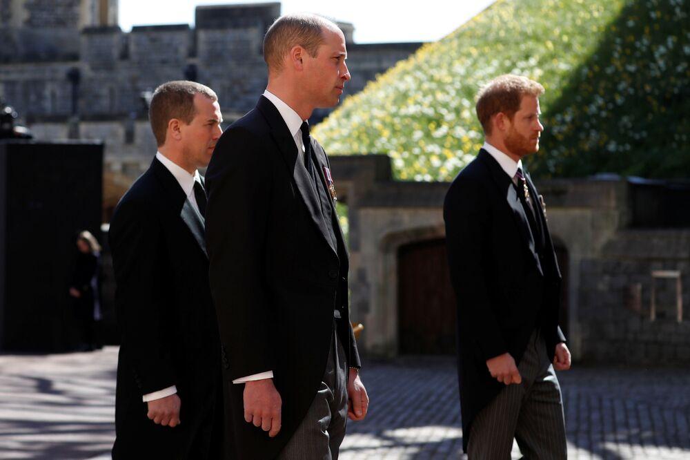 Książę William i książę Harry na pogrzebie księcia Filipa