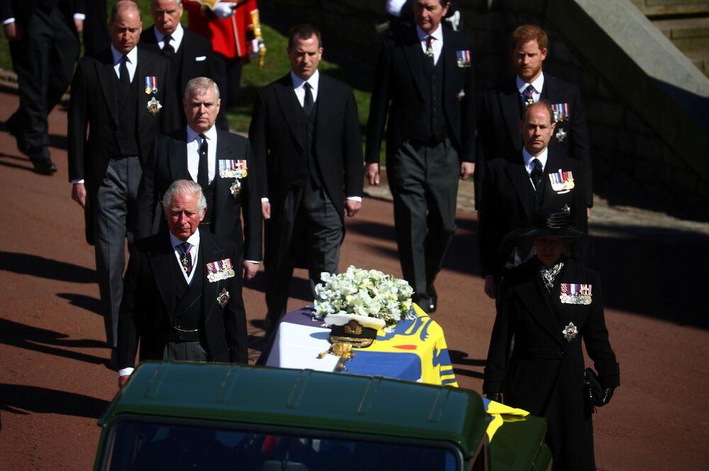 Członkowie rodziny królewskiej na pogrzebie księcia Filipa
