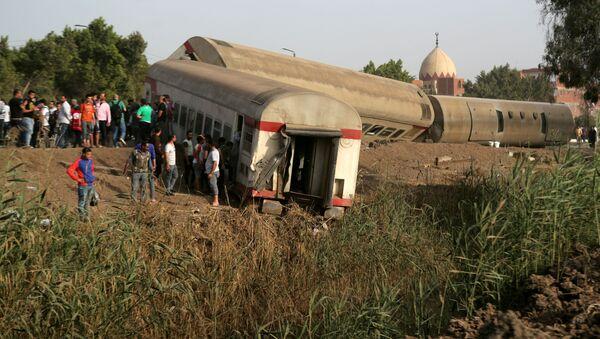 Wynik wykolejenia się pociągu w egipskiej prowincji Al-Kaljubijja na północ od Kairu - Sputnik Polska