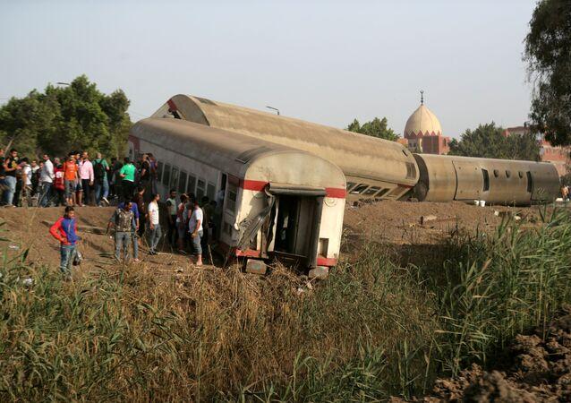 Wynik wykolejenia się pociągu w egipskiej prowincji Al-Kaljubijja na północ od Kairu.