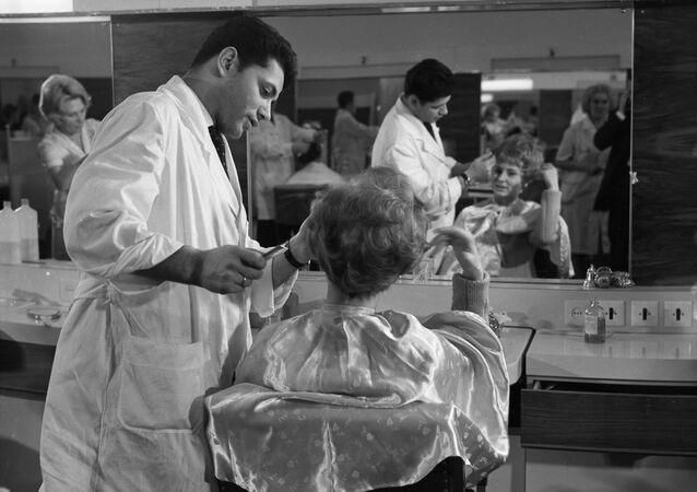 Salon fryzjerski Czarodziejka w Moskwie.