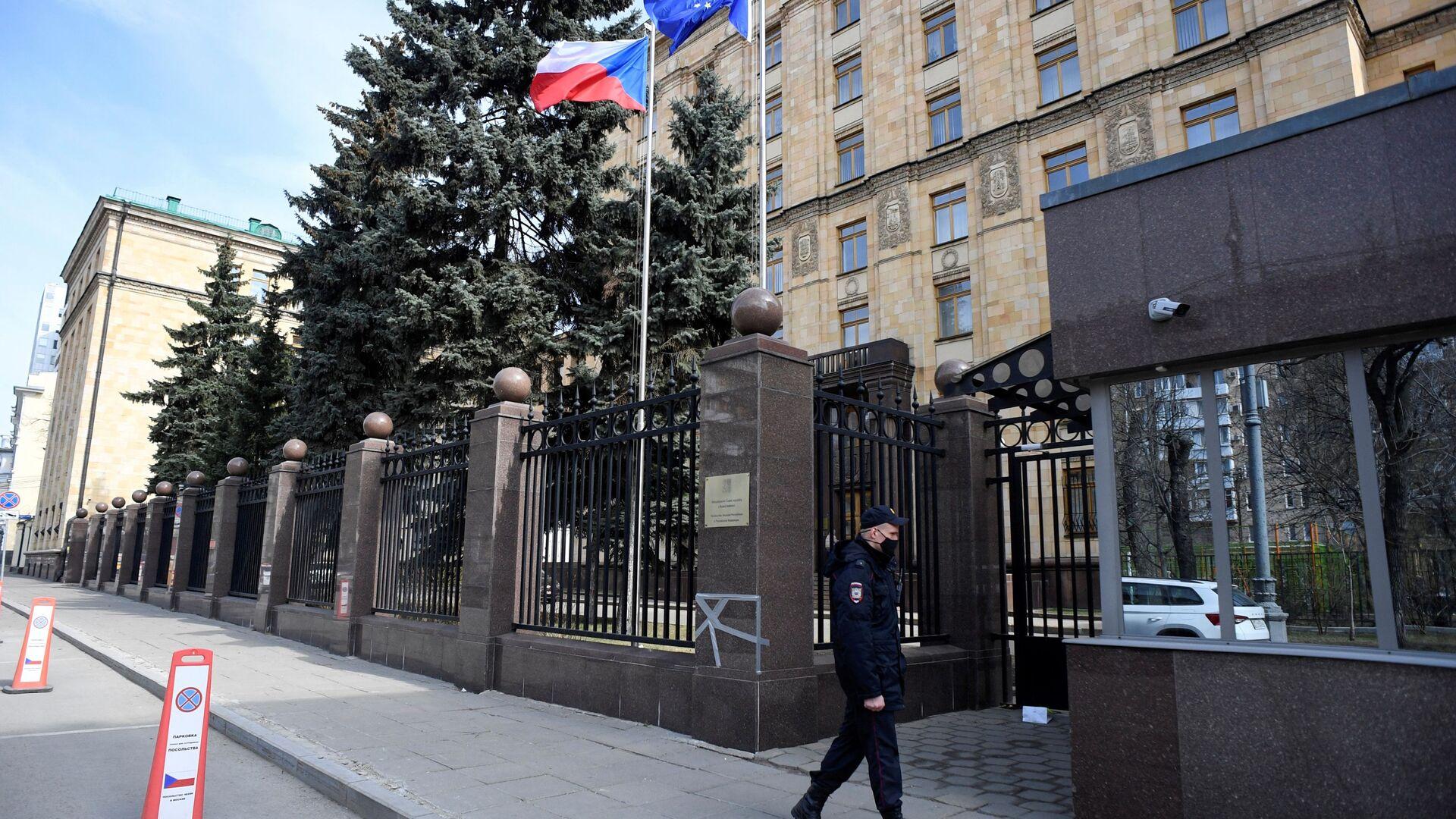 Policjant w Ambasadzie Czech w Moskwie - Sputnik Polska, 1920, 25.04.2021