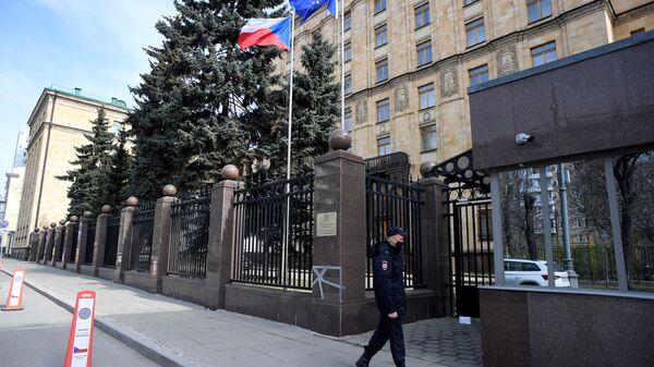 Policjant w Ambasadzie Czech w Moskwie - Sputnik Polska