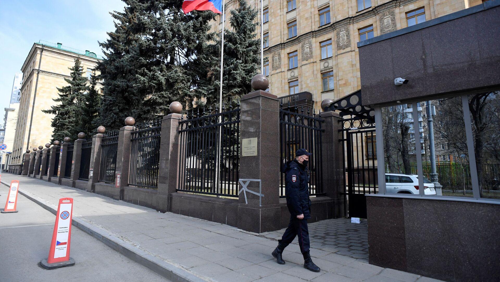 Policjant w Ambasadzie Czech w Moskwie - Sputnik Polska, 1920, 26.05.2021