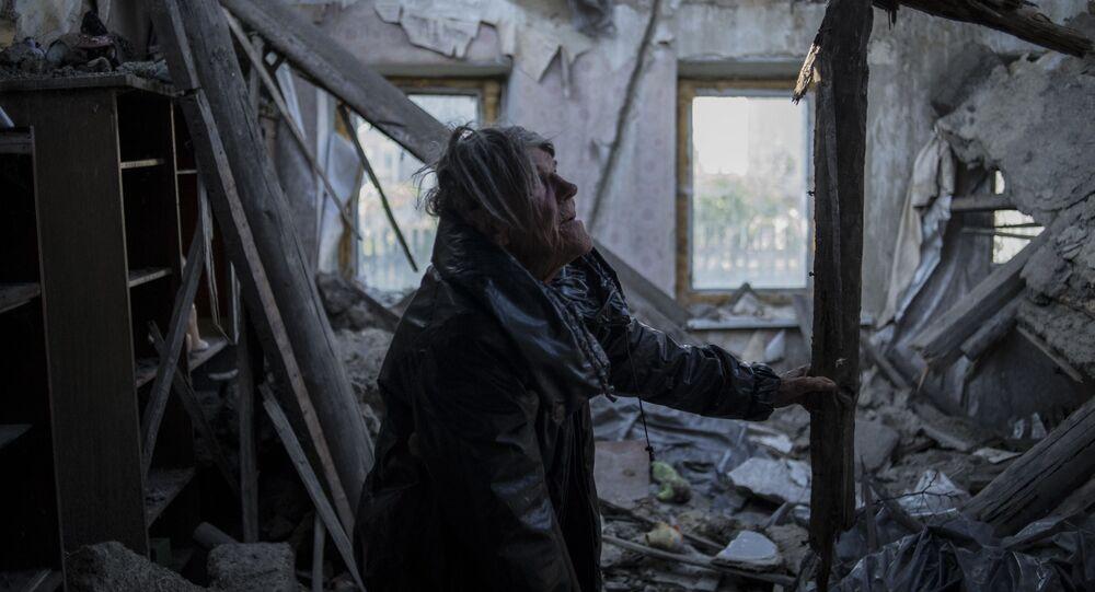 Mieszkanka wsi Staromichajłowka w obwodzie donieckim, która ucierpiała podczas ostrzału