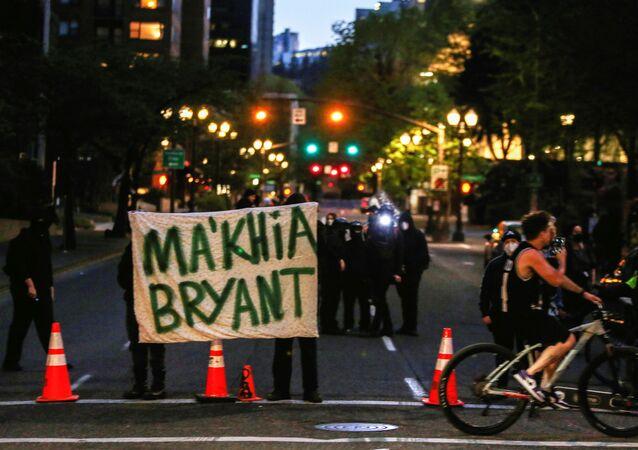 Protesty po zabójstwie Afroamerykanki Makayi Bryanta