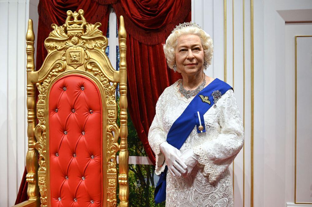 Figura woskowa brytyjskiej królowej Elżbiety II w Muzeum Figur Woskowych Deja Vu w Soczi