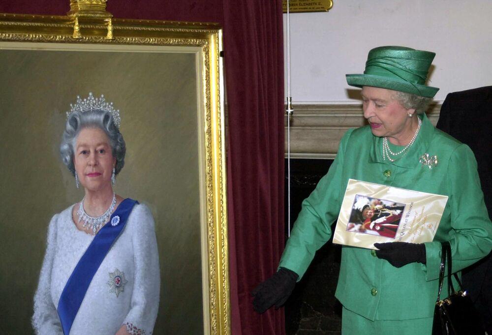 Królowa Wielkiej Brytanii Elżbieta II z portretem Theodore'a Ramosa