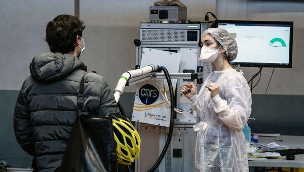 Testy na koronawirusa w Lyonie we Francji - Sputnik Polska