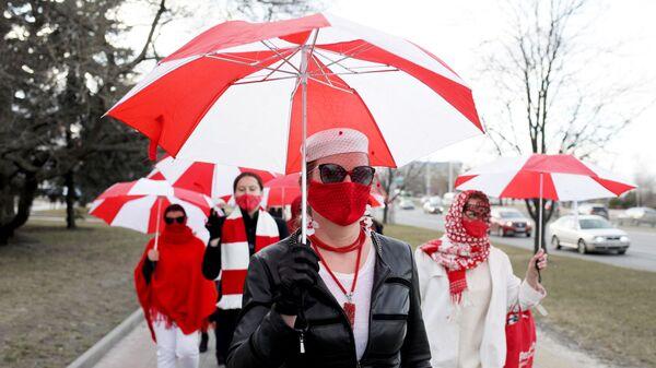 Uczestnicy protestu przeciwko wynikom wyborów prezydenckich w Mińsku na Białorusi. - Sputnik Polska