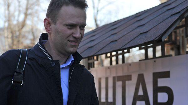 Aleksiej Nawalny przed Sztabem - Sputnik Polska