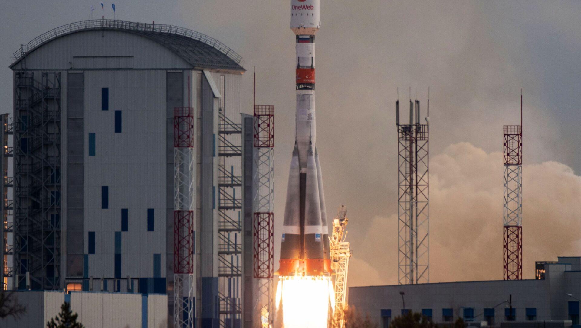 Start rakiety nośnej Sojuz-2 z 36 brytyjskimi satelitami komunikacyjnymi z kosmodromu Wostocznyj. - Sputnik Polska, 1920, 26.04.2021