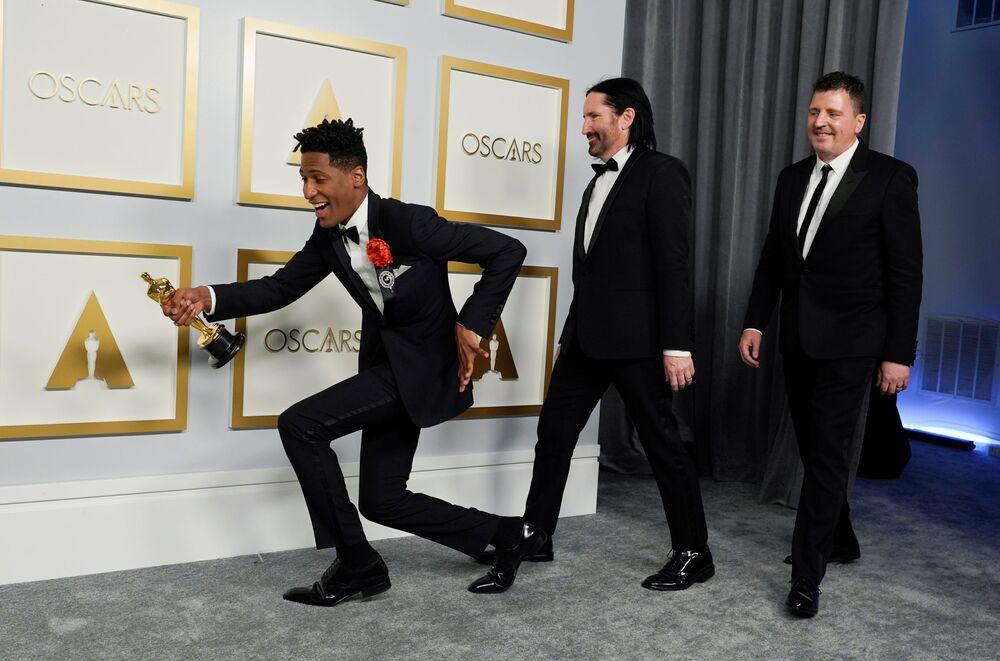 """Laureaci statuetki za najlepszą oryginalną ścieżkę dźwiękową do animacji """"Soul"""" na 93. ceremonii rozdania Oscarów w Los Angeles"""