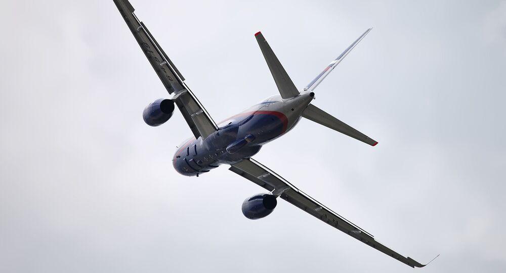 Samolot Tu-214ON.