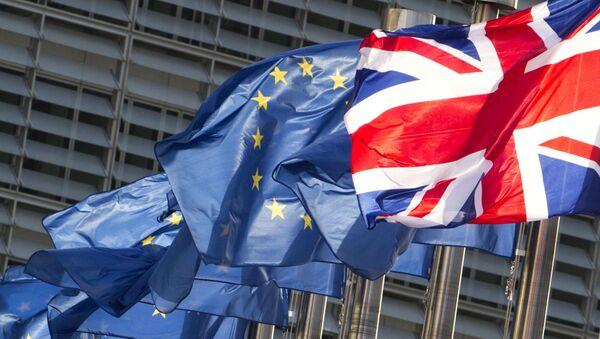 Flagi UE i Wielkiej Brytanii. - Sputnik Polska