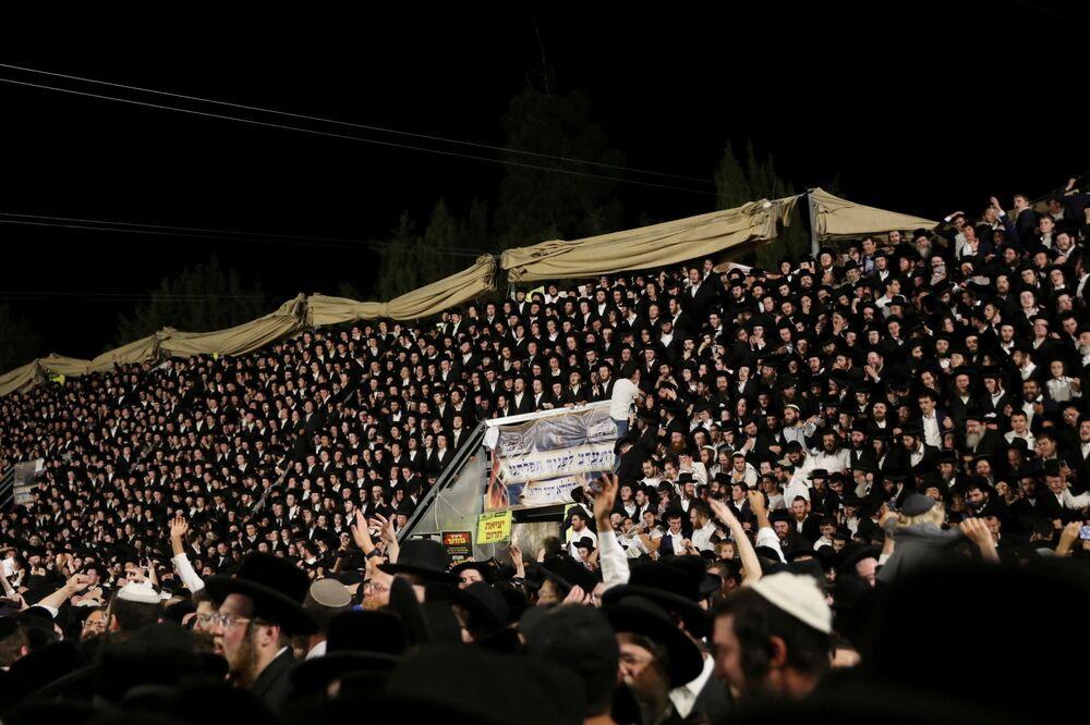 Co najmniej 44 osoby zginęły stratowane i ściśnięte przez tłum podczas święta religijnego w północnym Izraelu, 29 kwietnia 2021 roku