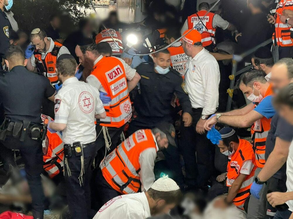 Co najmniej 44 osoby zginęły stratowane i ściśnięte przez tłum podczas święta religijnego w północnym Izraelu, 30 kwietnia 2021 roku