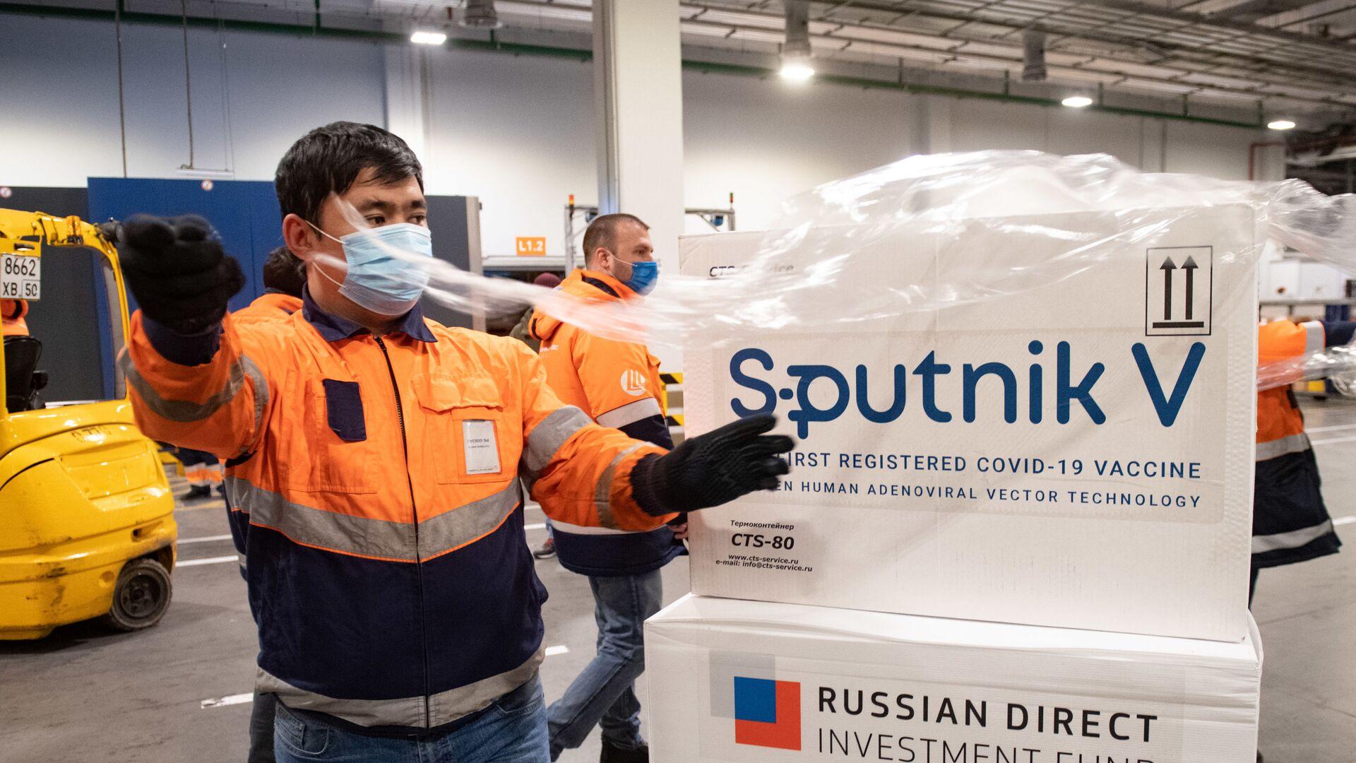 Dostawa szczepionki Sputnik V do terminalu Moscow Cargo na lotnisku Szeremietiewo. - Sputnik Polska, 1920, 10.06.2021