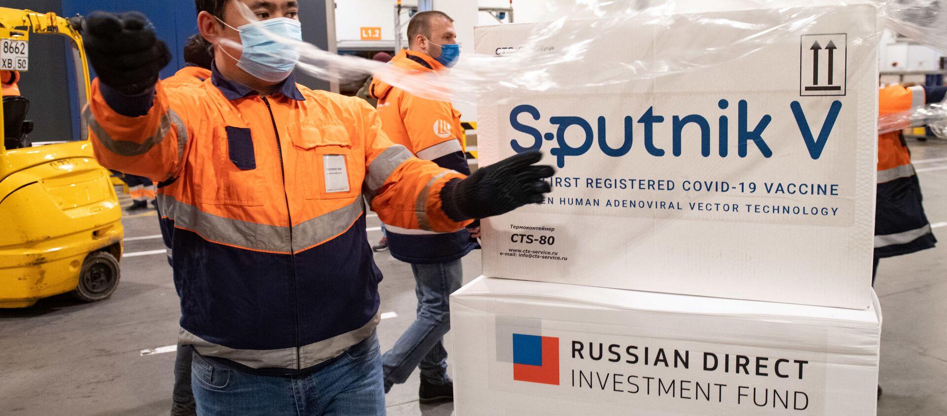 Dostawa szczepionki Sputnik V do terminalu Moscow Cargo na lotnisku Szeremietiewo. - Sputnik Polska, 1920, 30.04.2021
