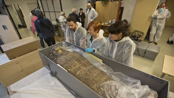 Badania radiologiczne starożytnej mumii w Warszawie wykazały, że jest to ciało kobiety w ciąży - Sputnik Polska