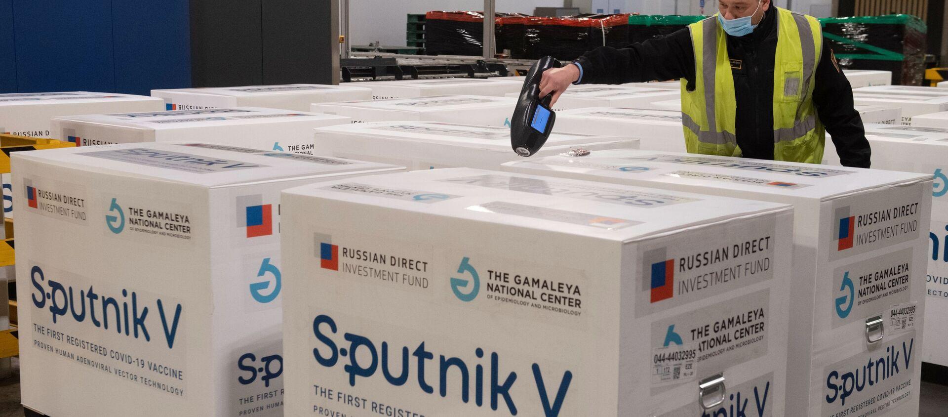 Dostawa szczepionki Sputnik V do terminalu Moscow Cargo na lotnisku Szeremietiewo. - Sputnik Polska, 1920, 01.05.2021