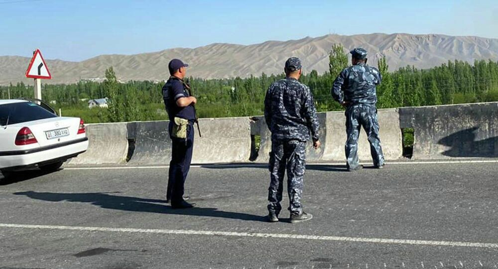 Funkcjonariusze MSW Kirgistanu w strefie przygranicznej.