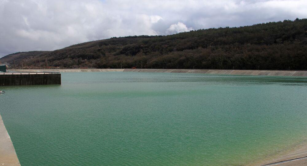 Widok na zbiornik kompleksu hydrotechnicznego na rzece Belbek koło Sewastopola.