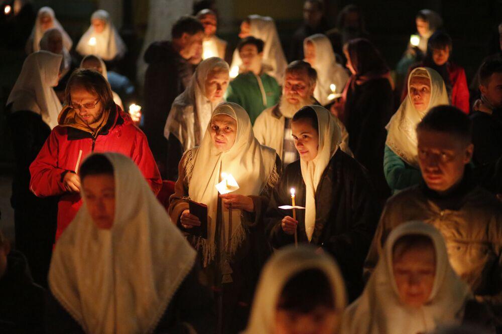 Nabożeństwo wielkanocne w katedrze Chrystusa Zbawiciela w Moskwie