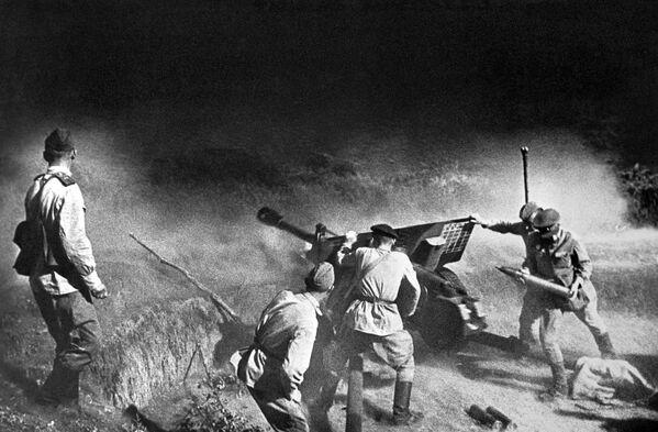 Artyleria podczas boju, Kaukaz Północny, 1943 rok - Sputnik Polska