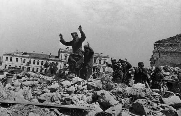 Niemieccy jeńcy w Sewastopolu, 1942 rok - Sputnik Polska