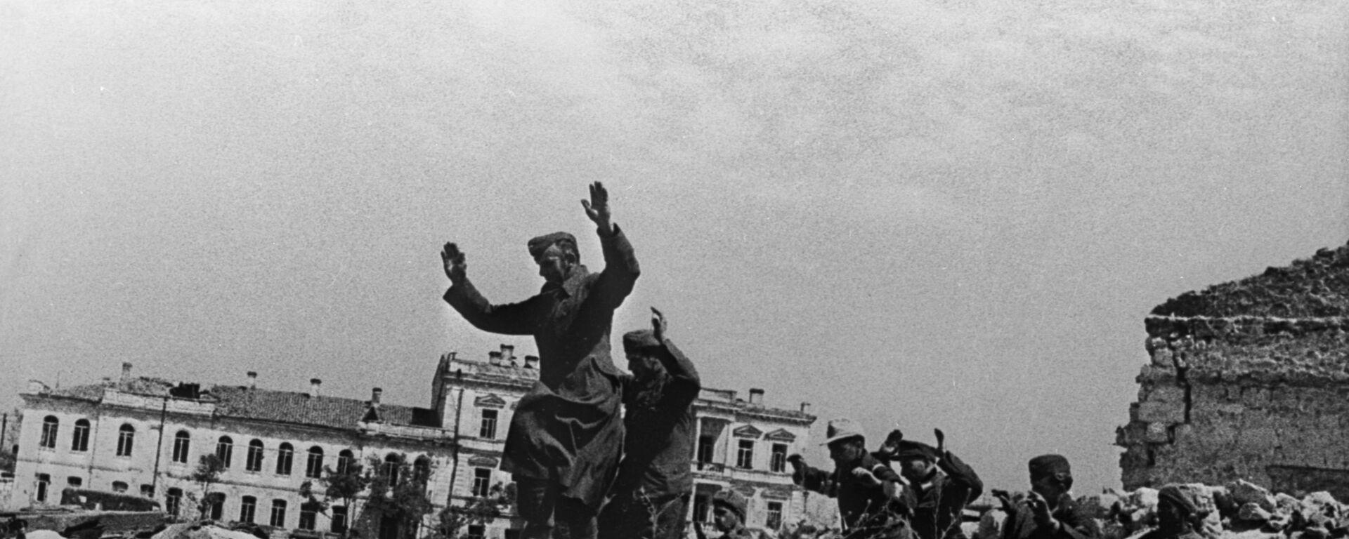 Niemieccy jeńcy w Sewastopolu, 1942 rok - Sputnik Polska, 1920, 25.08.2021