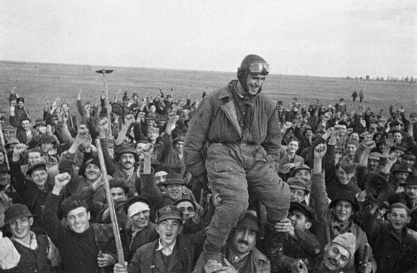 Pierwszy radziecki pilot wojskowy na terytorium Jugosławii Siemion Bojko, 1944 rok - Sputnik Polska