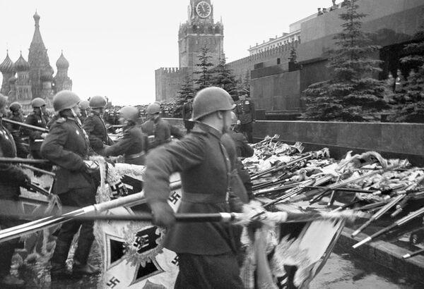 Parada Zwycięstwa na Placu Czerwonym, 1945 rok - Sputnik Polska
