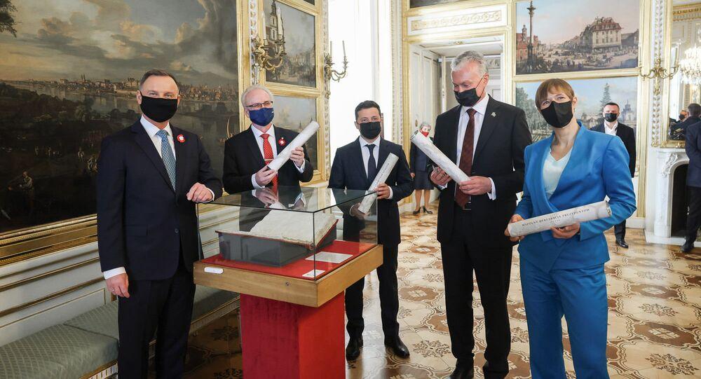 Prezydenci Ukrainy, Litwy, Łotwy, Estonii podczas uroczystości w Warszawie z okazji 230. rocznicy uchwalenia Konstytucji 3 Maja