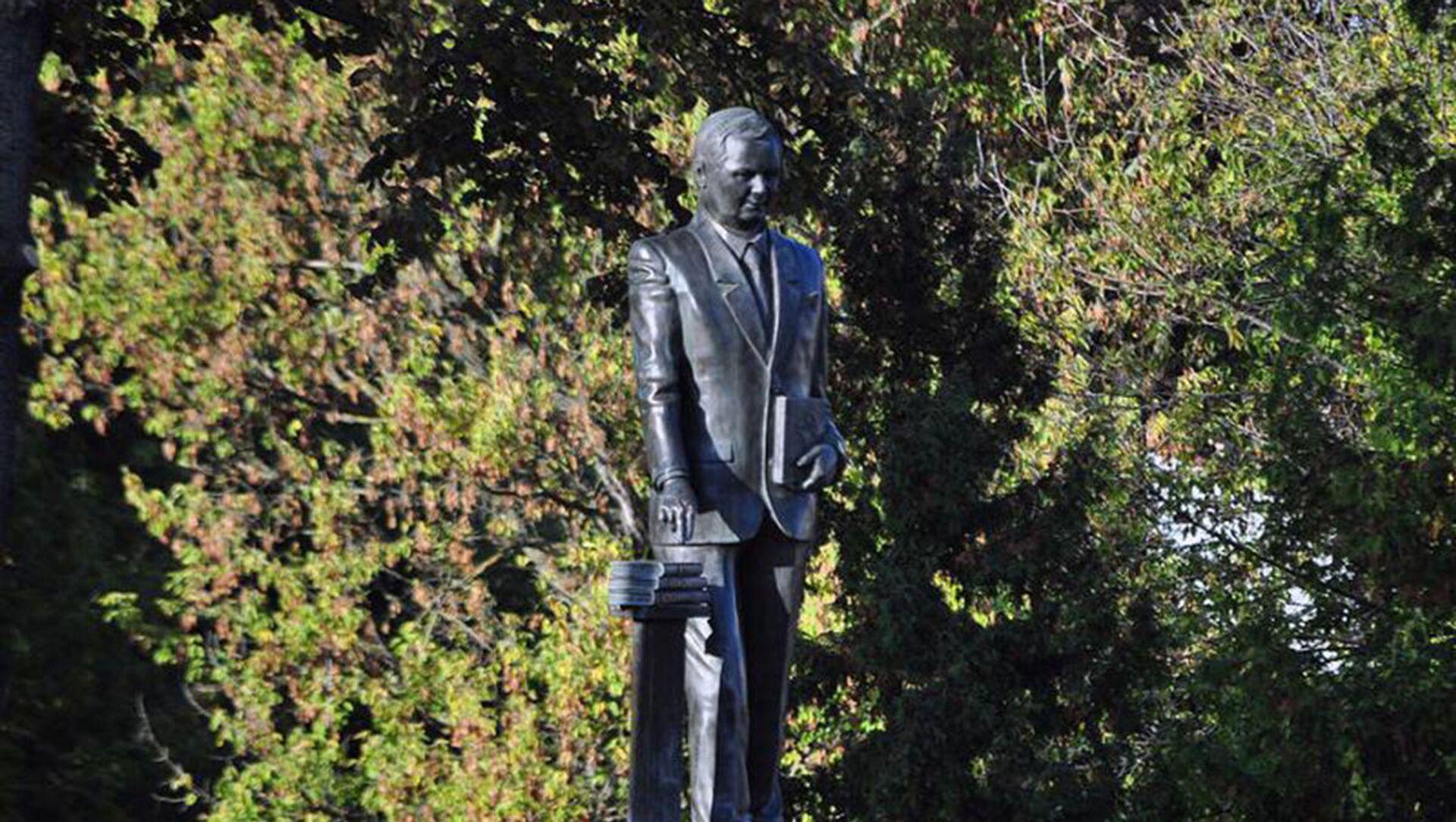 Pomnik Lecha Kaczyńskiego w Siedlcach - Sputnik Polska, 1920, 03.05.2021