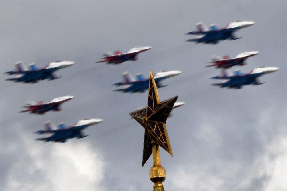 Próba generalna części powietrznej Parady Zwycięstwa w Moskwie
