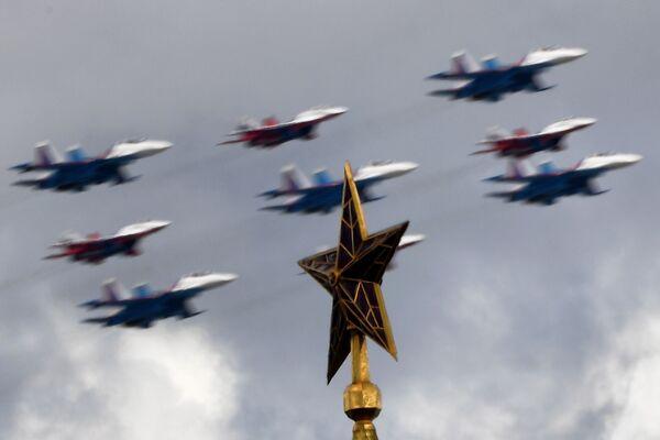 Próba generalna części powietrznej Parady Zwycięstwa w Moskwie - Sputnik Polska