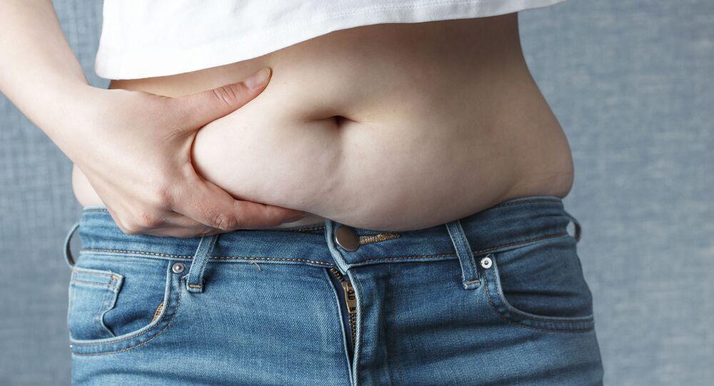 W zimie wiele osób przybiera na wadze z powodu mniejszej aktywności fizycznej.