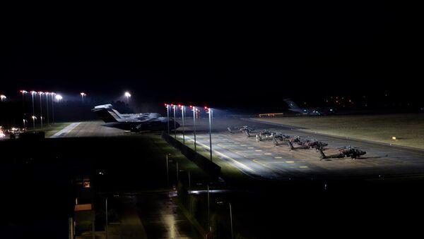 Ponad 700 żołnierzy 82. Dywizji Powietrznodesantowej Stanów Zjednoczonych wylądowało na lotnisku miasta Nurmsi w Estonii. - Sputnik Polska