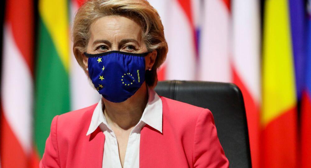 Przewodnicząca Komisji Europejskiej Ursula von der Leyen na szczycie UE w Porto w Portugalii