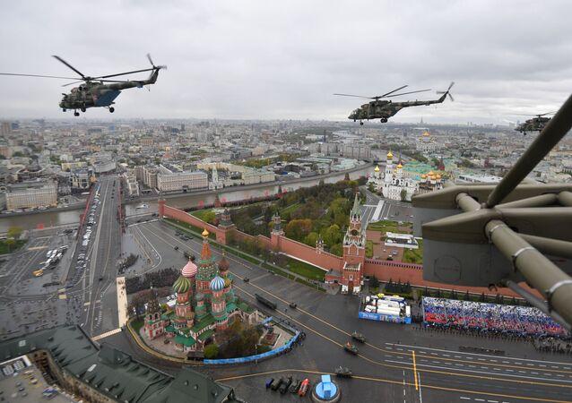 Samoloty wojskowe podczas defilady wojskowej z okazji 76. rocznicy Zwycięstwa w Wielkiej Wojnie Ojczyźnianej