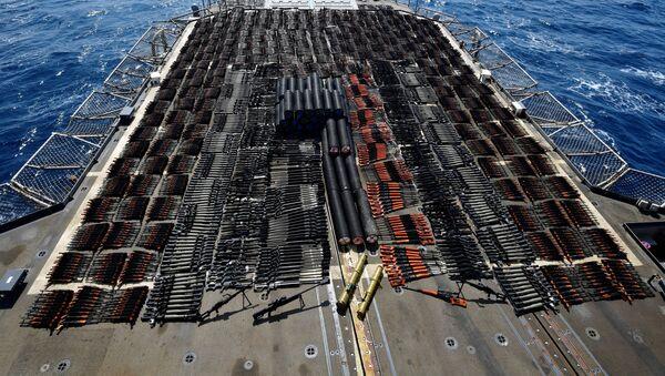 Skonfiskowana broń na okręcie USS Monterey - Sputnik Polska