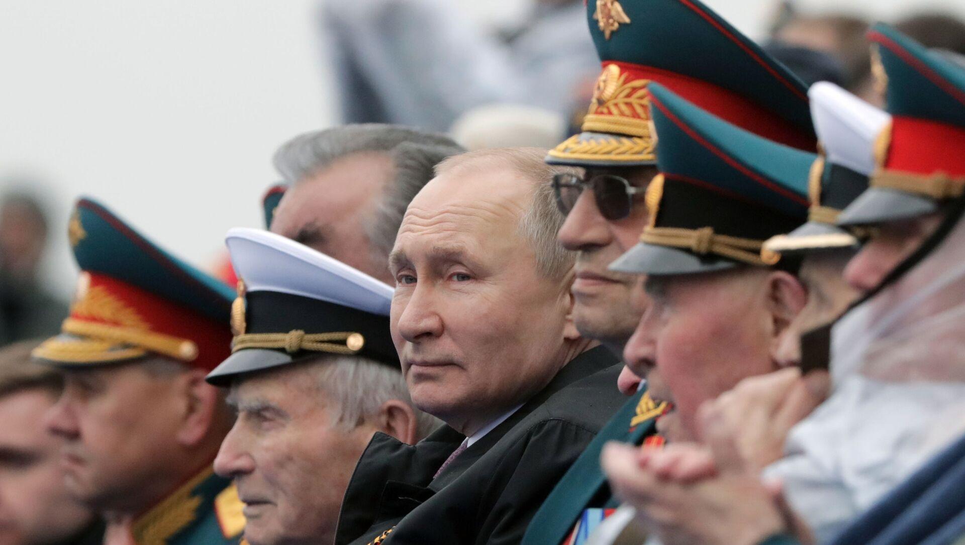 Prezydent Rosji podczas defilady wojskowej na Placu Czerwonym - Sputnik Polska, 1920, 09.05.2021
