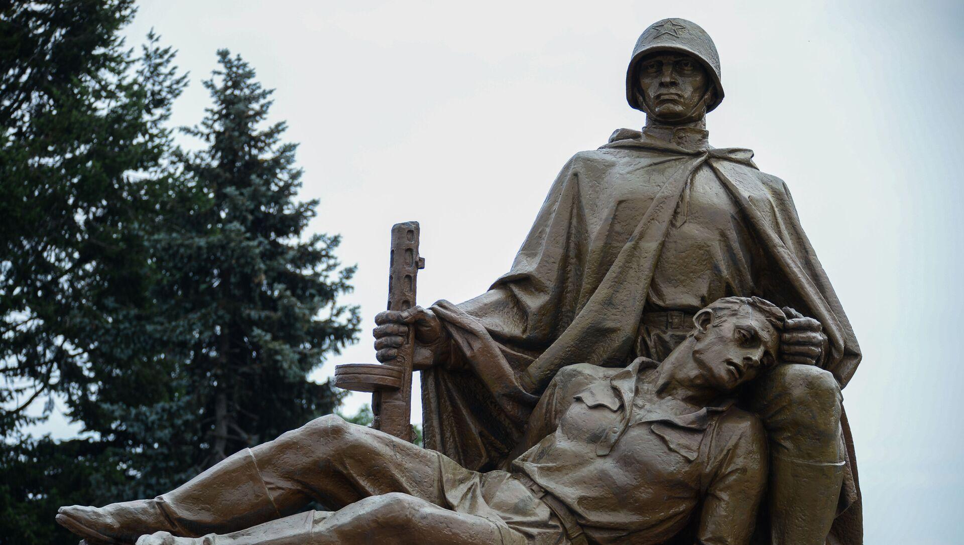Pomnik żołnierzy radzieckich w Warszawie - Sputnik Polska, 1920, 09.05.2021