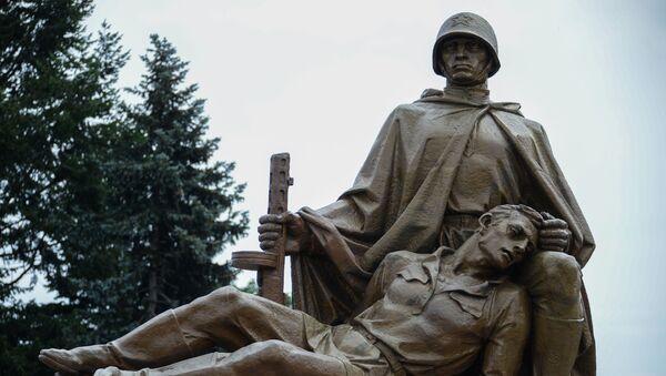 Pomnik żołnierzy radzieckich w Warszawie - Sputnik Polska