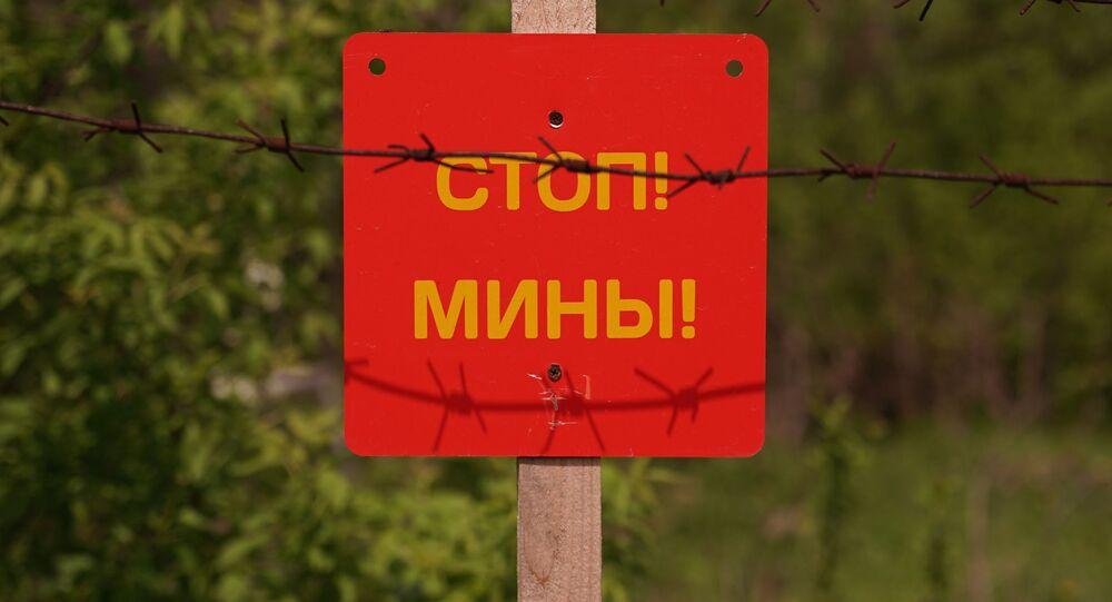 Tabliczka Stop! Miny! w ŁRL.