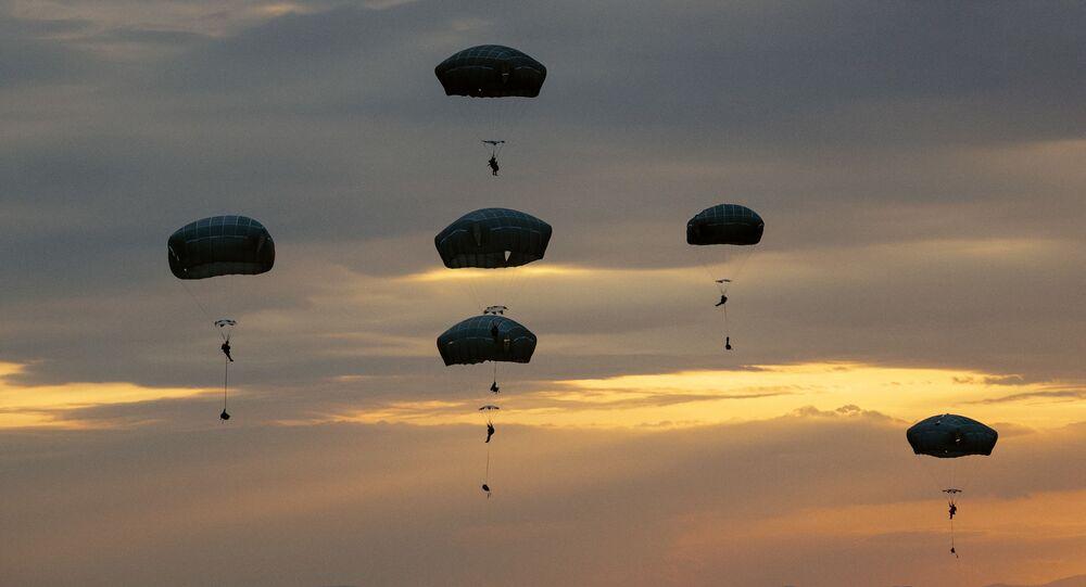 Amerykańscy żołnierze podczas ćwiczeń Swift Response. Zdjęcie archiwalne.