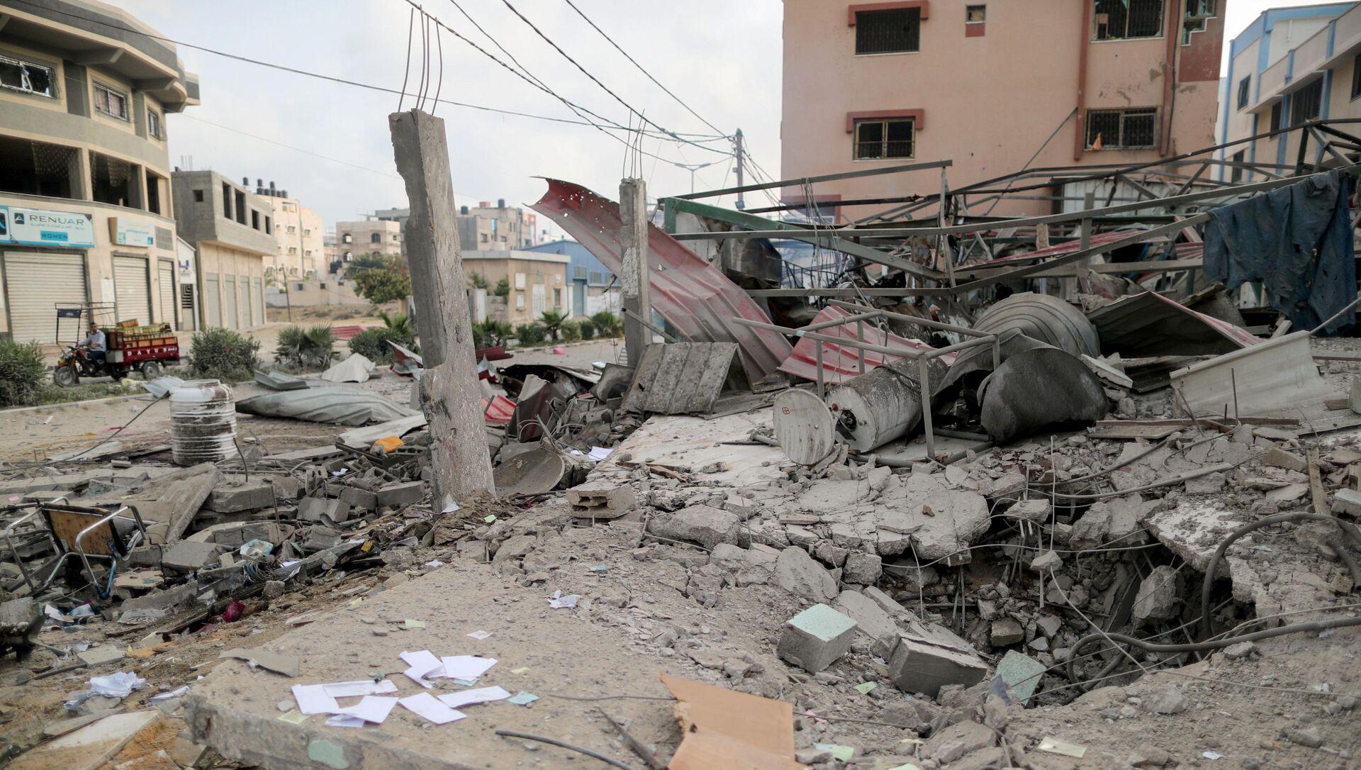 Ruiny w mieście Gaza, które zostało ostrzelane przez izraelską armię - Sputnik Polska, 1920, 11.05.2021
